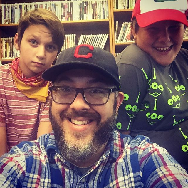 Robot Zero making new friends at @kingsvillepubliclibrary with @_lol_itz_me and @charizard200!